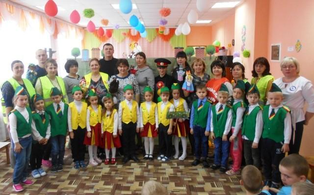Кукольный спектакль «Приключения друзей в большом городе» в МБДОУ «Детский сад «Тополёк»