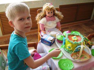 Сюжетно-ролевая игра «День рождения куклы Кати»