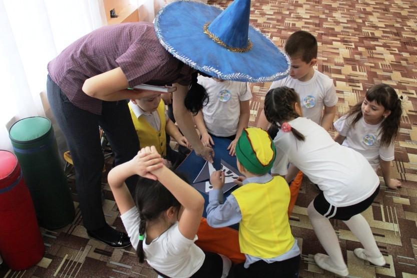 Спортивное развлечение по ПДД «Безопасный маршрут» по материалам всероссийской газеты «Добрая Дорога Детства»